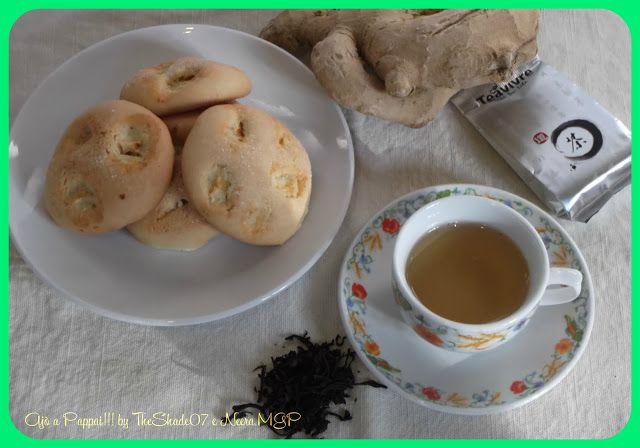 Come si fa a resistere ad un biscotto fresco, speziato e aromatico? I biscotti allo zenzero sono dei dolci leggeri e fragranti ideali da consumare a colazione o a fine pasto. Risultano decisamente insuperabili da servire con una buona tazza di tè, in questo caso accompagnati con il Guang Dong Phoenix Dan Cong Oolong Tea della Teavivre.