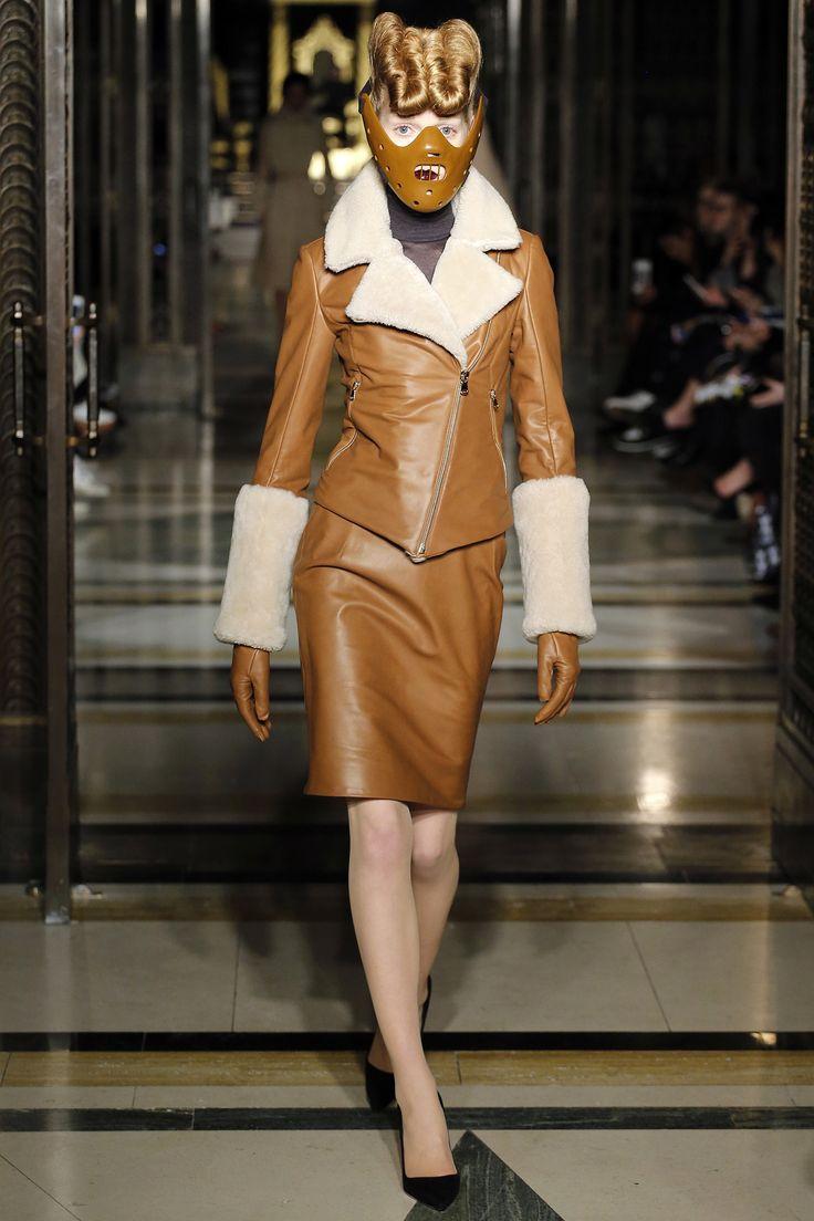 Gareth Pugh Fall 2016 Ready-to-Wear Fashion Show