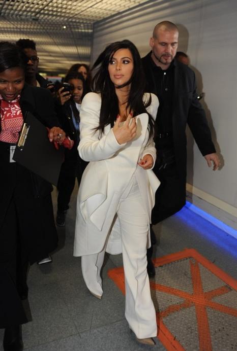 Kim Kardashian To Paris Fashion Week? Star Arrives In Paris