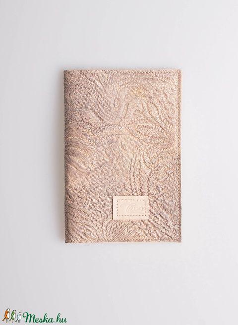 Útlevéltok bőrből - beige textured (Coquette) - Meska.hu
