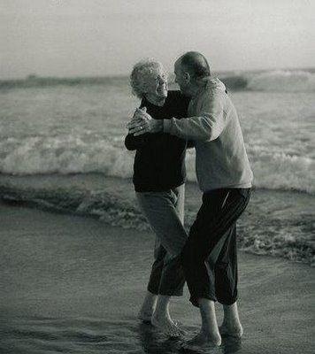 Aproveitar todos os momentos com quem amamos. The song of love never gets old