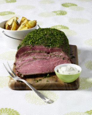 Das Rezept für Kräuter-Roastbeef mit Rosmarinkartoffeln und Remoulade