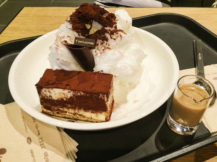 A Twosome Place with tiramisu ice flakes / July 29, 2015 / #Korea #한국 #빙수 #카페 #cafe #티라미수빙수 #dessert