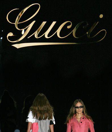 Prima di Bulgari, Lvhm ha messo a segno l'acquisto di Emilio Pucci e Fendi. Mentre Francois Pinault e la sua Ppr (ora Kering) ha acquisito Gucci, Bottega Veneta e Sergio Rossi. Attraverso Gucci, anche il salvataggio delle porcellane Richard-Ginori -Moda, a Milano al via la fashion week: le foto