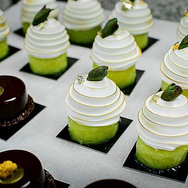 #food#pastry#meringue#polonaise#cake#pineapple#lime#citronvert#nicolaspierot#pastrychef#chocolate#decor#demonstration#pastryart#patisserie#teateam#frenchstyle by nicolas_pierot