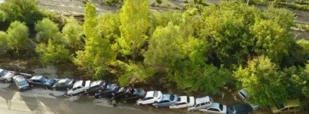 Imagini DRAMATICE! Mașini puse UNA PESTE ALTA pe o autostradă, în urma unei viituri puternice - FOTO