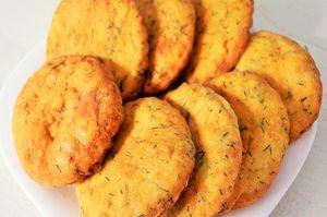 Фото к рецепту: Лепешки с чесноком и зеленью за 15 минут | Очень вкусно!
