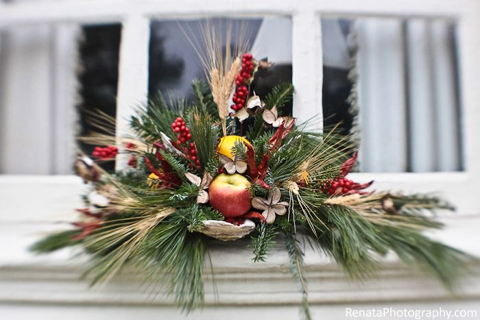 17 best images about williamsburg christmas decorations on for Colonial home christmas decorations