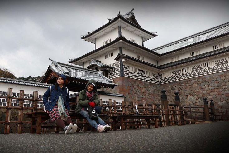 Menjelajahi area Kastil Kanazawa memang tidak cukup dalam sehari, apalagi mempelajari segala yang ada di dalamnya. Mulai dari, Taman, arsitektur, sejarah hingga budaya.