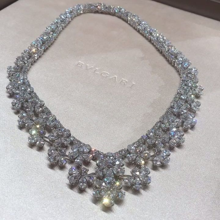H Pearls Gemstones On Instagram عقد من بولغري Diamond Necklace By Bvlgari Diamond Highjewellery Diamondnecklace Bv Diamond Jewelry Jewelry Jewels