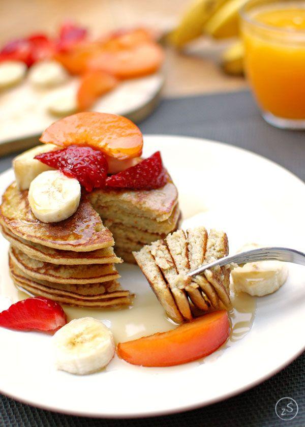 Placki bananowe z płatkami owsianymi. Tylko 3 składniki! Zasmakują zarówno tym starszym jak i maluchom. Fit placki bez nabiału i mąki.