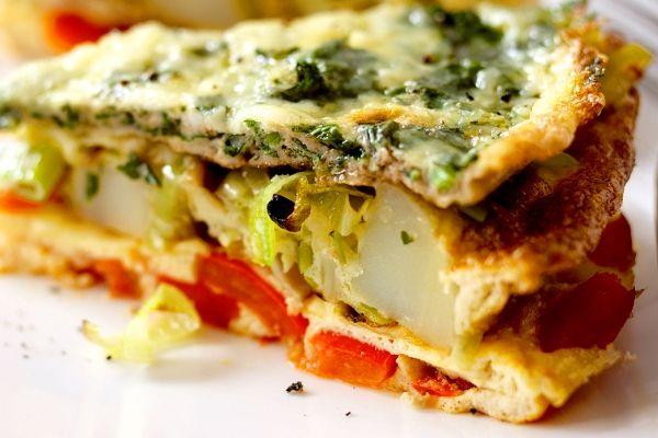 Pastel de verduras en tortilla, colores y sabores en 3 capas