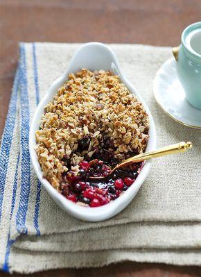 Édesség cukor nélkül 1.mandula+zabpehely+vaj 2.tűzálló tálba erdei gyümölcs, rá a mandulás réteg, sütni 15-20p