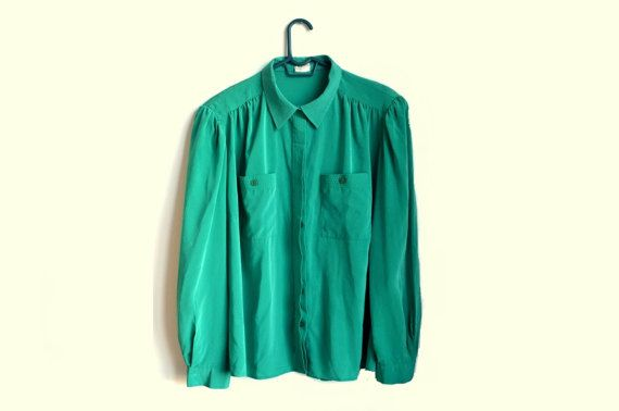 Plus size / Vintage / Green button up blouse with hidden button placket.