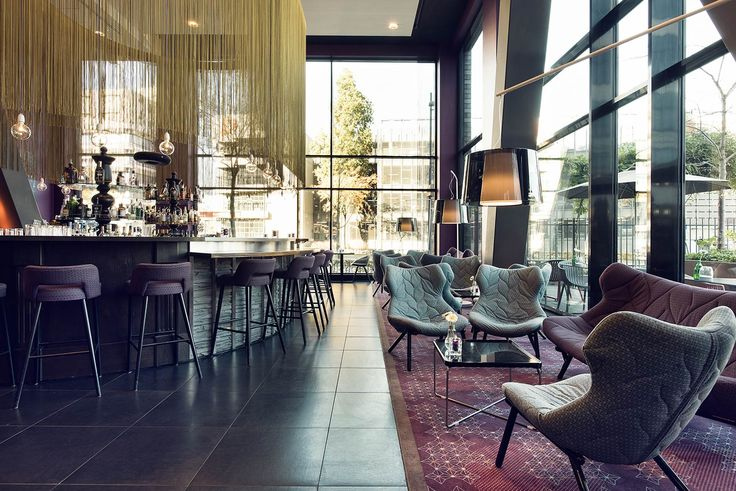 We look forward to welcoming you in the bar for an aperitif or for a convivial drink after a delicious dinner. Our bar is the ideal place to enjoy a delightful drink after a day in Eindhoven.