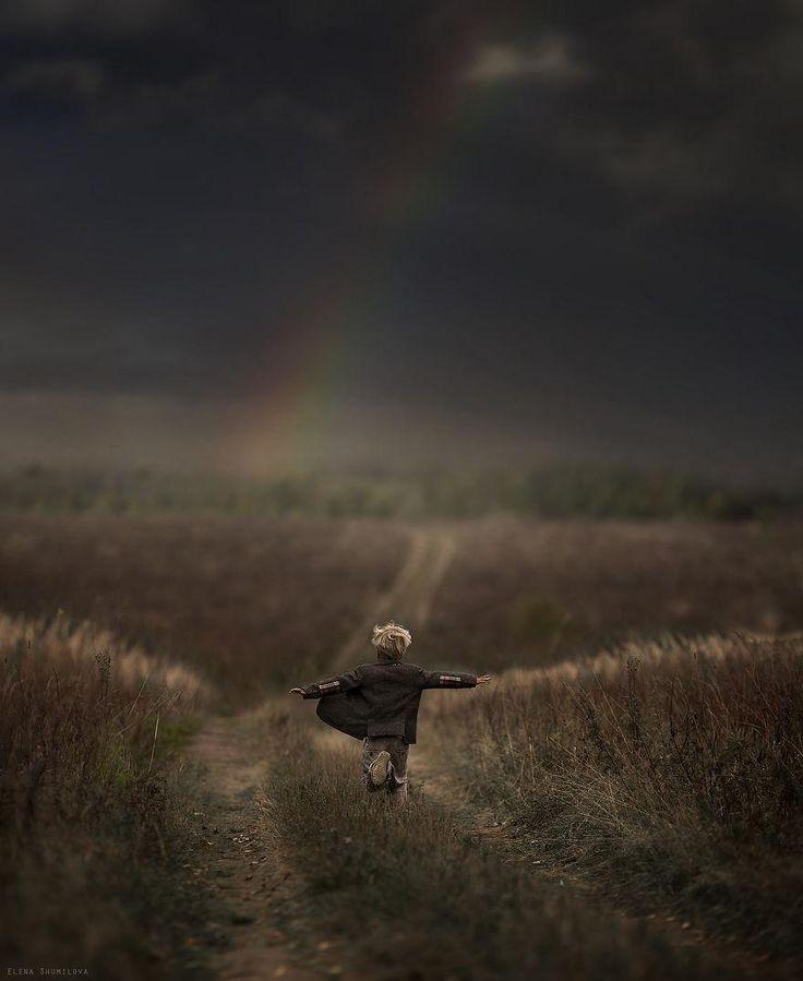 Une Mère Russe Prend des Photographies Magiques de ses Deux Enfants dans Leur Ferme