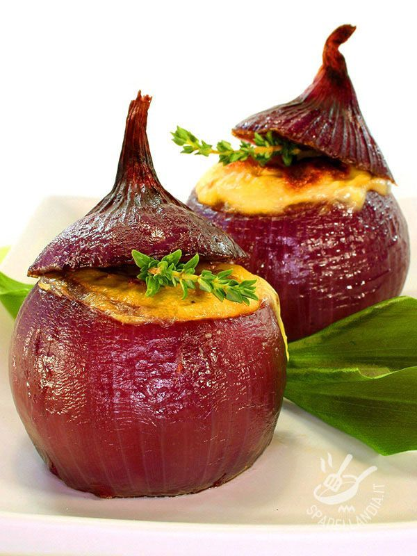 Stuffed onions - Le Cipolle ripiene cheddar e speck: un insieme di sapori decisi che si combinano l'un l'altro per un risultato entusiasmante e davvero goloso!