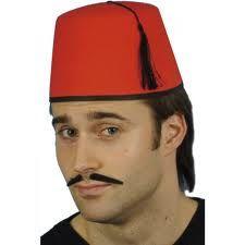 FEZ: Gorro de fieltro rojo en forma de cono truncado, muy usado por los tunecinos.