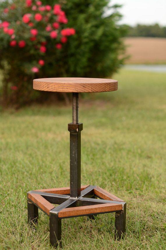 Madera y acero altura regulable taburete de bar  por ElpersDesign