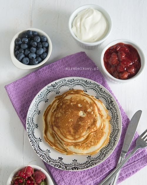 Sveler to popularne w norwegii naleśniki, podobne do anglosaskich pancakes ale nieco od nich większe i bardziej płaskie. Przypominają też ni...