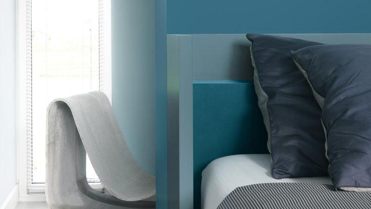 Creëer een rustgevend slaapkamer interieur design met blauwgroene tinten + kleuren en producten