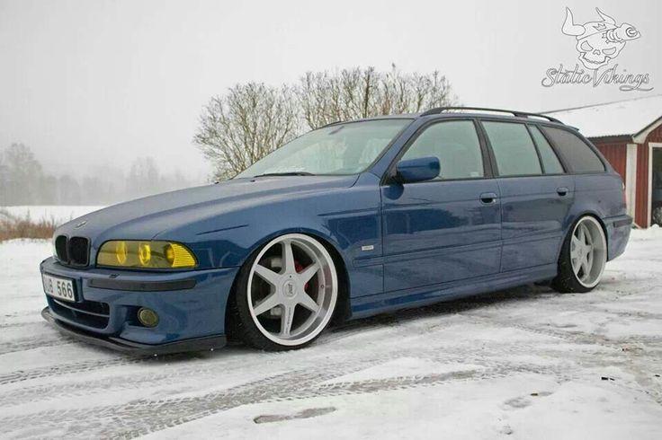 BMW E39 5 series blue Touring slammed
