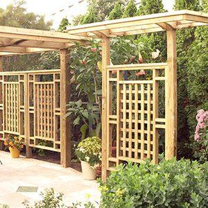 Freestanding Privacy Screen/Trellis - grid pattern, almost has an Asian/Japanese garden aesthetic