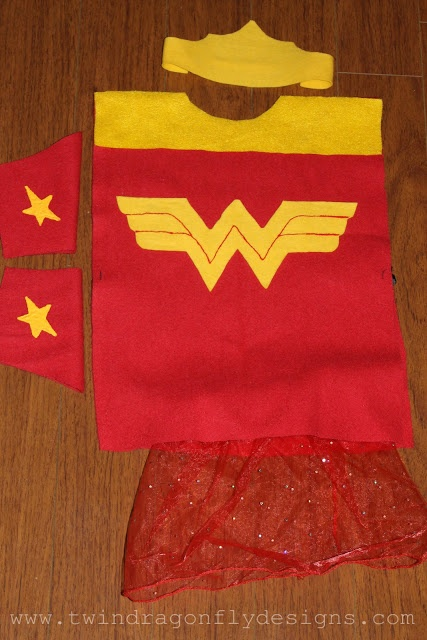 (P) Dragonfly Designs: A couple of last minute superhero costumes for the girls by Heather Painchaud