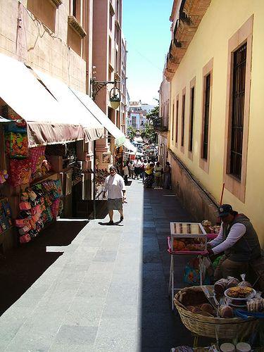 Imágenes de las callecitas peatonales de #Zacatecas, en #Mexico.