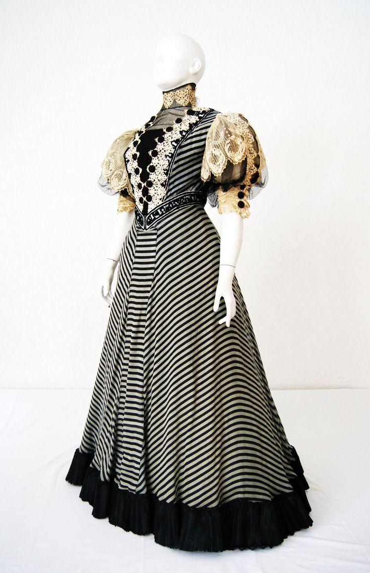 Dress c. 1900