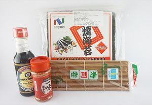 bubuk cabe + kikkoman + Nico Nori + sushi mat - P. Komplit C3 Paket Komplit C3: - 1 Nico Nori @50 lembar - 1 sushi mat coklat - 1 ichimi togarashi 40g - 1 kikkoman soy sauce 150ml