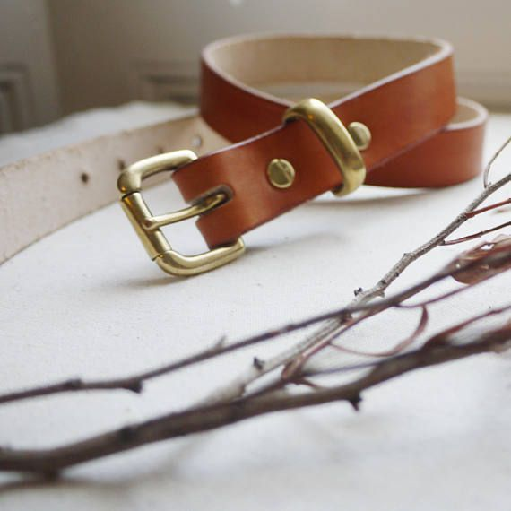 This strong 1 inch handmade leather belt is made from a high quality, thick weight, veg tanned leather, the belt has a rustic style with brass components. The leather is hand-dyed to a light tan colour.  The leather has been treated with a finishing cream this gives the leather a subtle #handmadebeltsleather #handmadeleatherbeltsstyle
