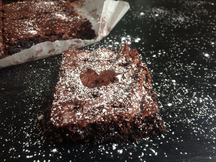 Verdens beste glutenfrie brownies. Det var tilbakemeldingen jeg fikk fra en leser som hadde prøvd denne oppskriften. Og jeg må si meg helt enig. Skal du bake en kake i nær fremtid, så la det bli de…