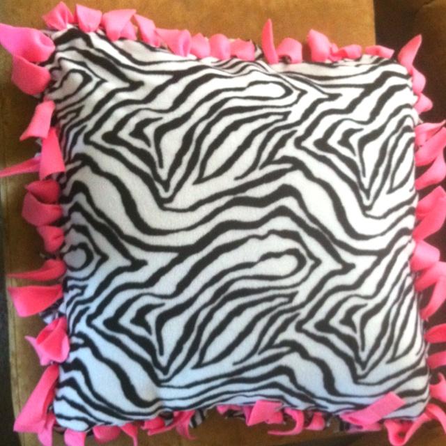 No sew fleece pillow I made \u003c3 & 98 best NO SEW FLEECE PROJECTS!!!! images on Pinterest | Fleece ... pillowsntoast.com