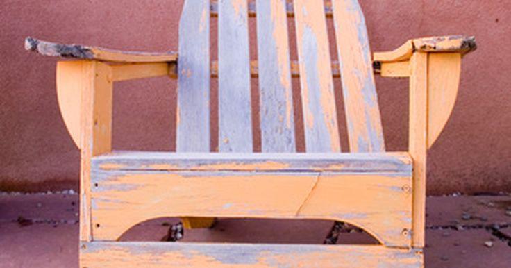 Cómo construir una moderna silla Adirondack. Las sillas Adirondack o Muskoka tienen un diseño cómodo para usar al aire libre. Ellas se construyen típicamente de tablones de madera lijados y acabados para mantener la silla suave y protegida de las partículas. Son de sentado bajo, semi- reclinadas y perfectas para descansar en un jardín. La construcción de una silla Adirondack, en cierto ...