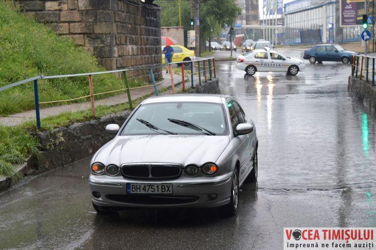Pasajul Popa Șapcă, inundat în urma ploilor