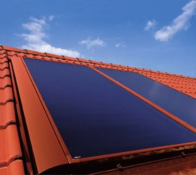 """Vitosol 200-F: Der """"Sehr Gute""""    Im Vergleichstest der Stiftung Warentest mit elf weiteren Solaranlagen hat der Vitosol 200-F im März 2008 mit """"sehr gut"""" abgeschnitten. Dieser leistungsstarke Flachkollektor mit einem hochselektiv beschichteten Kupferabsorber ist die Lösung für die Trinkwassererwärmung. Im Jahresdurchschnitt können so bis zu 60 Prozent der für die Trinkwassererwärmung benötigten Energie eingespart werden."""