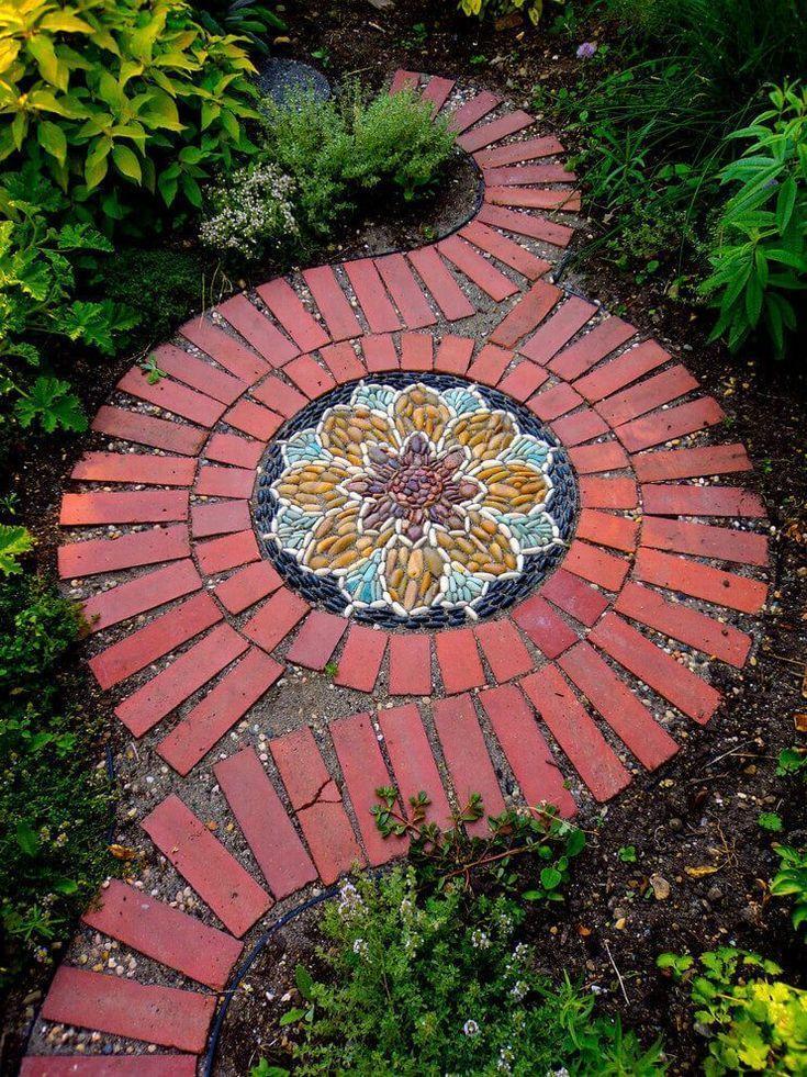 Dramatische Mandala-inspirierte Stein- und Fliesenspirale #dramatisch #inspiration