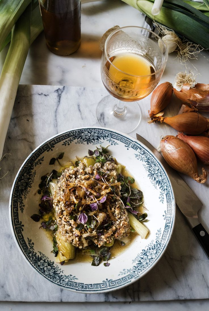 Leeks with hazelnuts and goat's cheese crumble