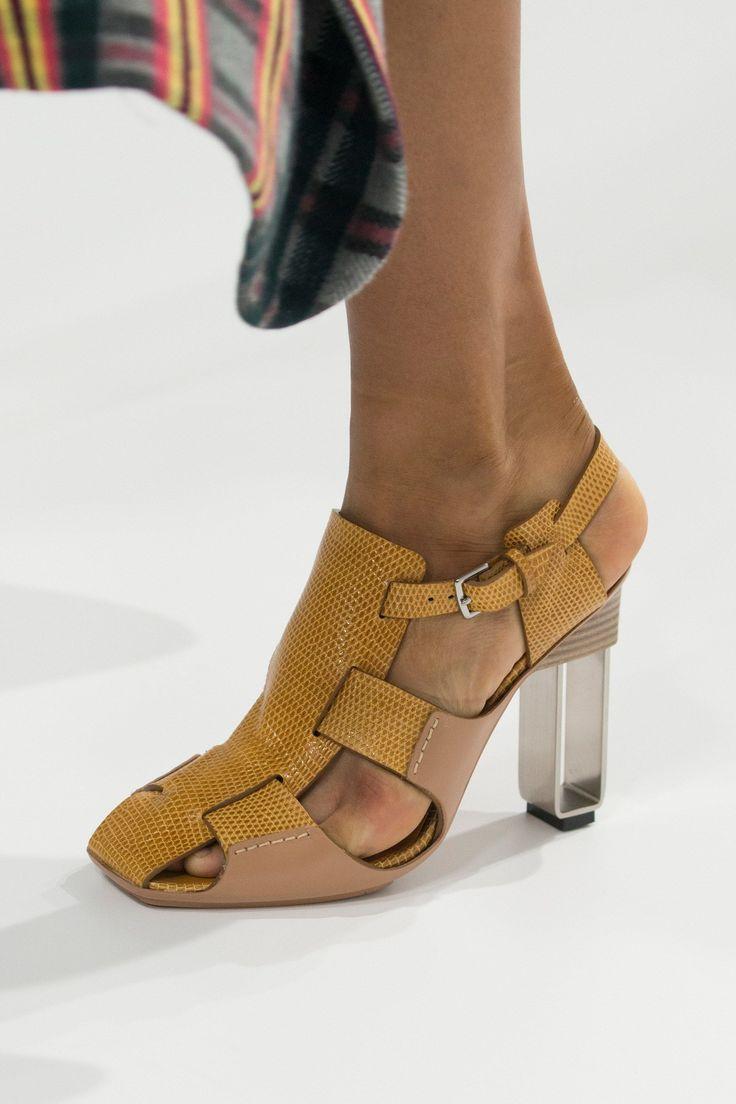 Hermès Spring 2018 Ready-to-Wear Fashion Show