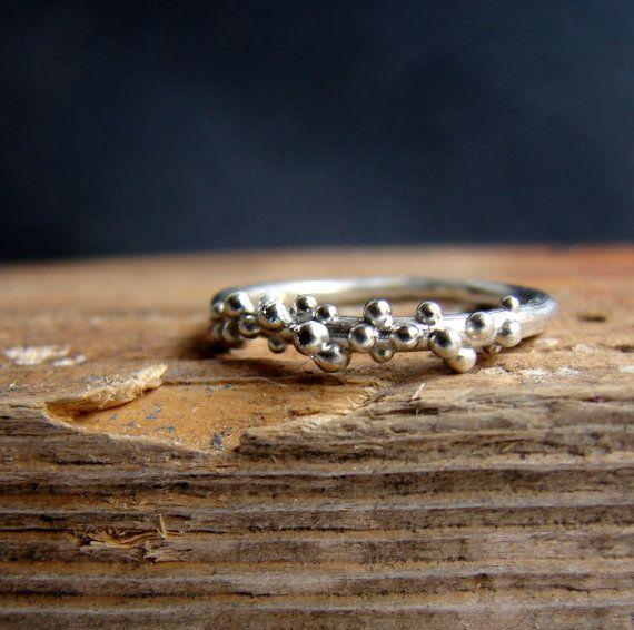 Sterling Silber Ring Dot Ring Stack Blasenring Ein wenig Sterling silber Band Ring mit... Blasen! Der vorgestellten Ring hat eine glänzende Oberfläche,