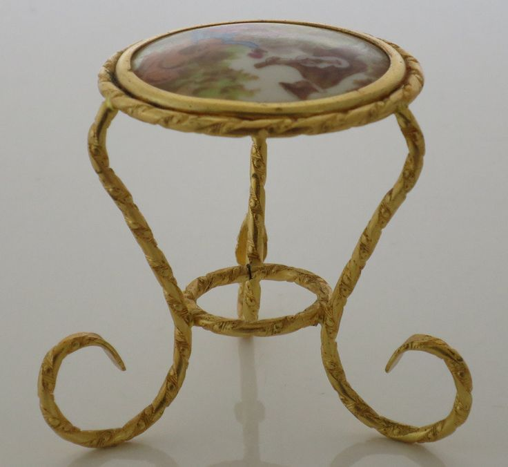 VINTAGE TREASURE - Table and chair