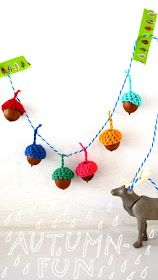Free crochet tutorial for acorn garland