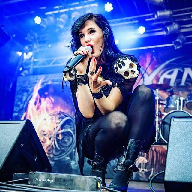 Lady Rock Singers: 17 Best Images About Female Rock Singer On Pinterest