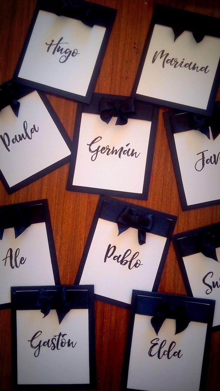 Indicadores de mesa de papel 8x10 con cinta y moño de raso  #numerosdemesa #papel #indicadores #numbers #numeros #mesa #table #centrosdemesa #casamientos #15años #bodas #eventos #fifteen #mesadelosnovios