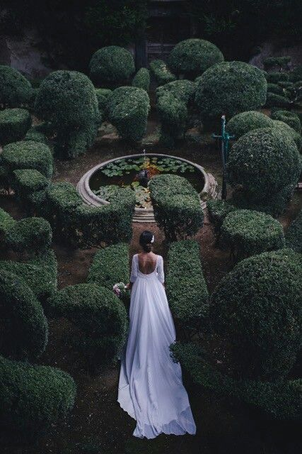 My #fairytale #italian #wedding at #castle #Lancellotti #bride #white #dress #pink #peonies #bouquet