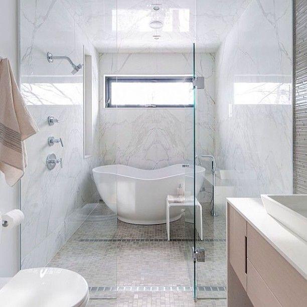 #ванна #интерьер #белый #цвет #декор #минимализм #окно #душ #стиль #дизайн #interior #decor #style #design #white #color #minimalism #bathroom #beautiful