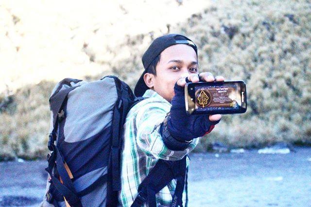repost from @nikko_20  Inilah salah satu contoh peserta lomba foto wisata bareng COLORtorial yang ceria.  Yuk, yang lain jangan ketinggalan. Foto dirimu dengan berbagai pesona Indonesia dan level terakhir game COLORtorial pulau tempat daerah wisata itu berada.  dan menangkan 1 HADIAH UTAMA OPPO F3 Plus Camera Selfie 20MP. 😀  #EMCOLUX #COLORtorial #catkayubesi #warna #ngecat #surabaya #jakarta #depok #tangerang #bogor #bekasi #bandung #bali #banyuwangi #denpasar #jember #jogja #semarang…