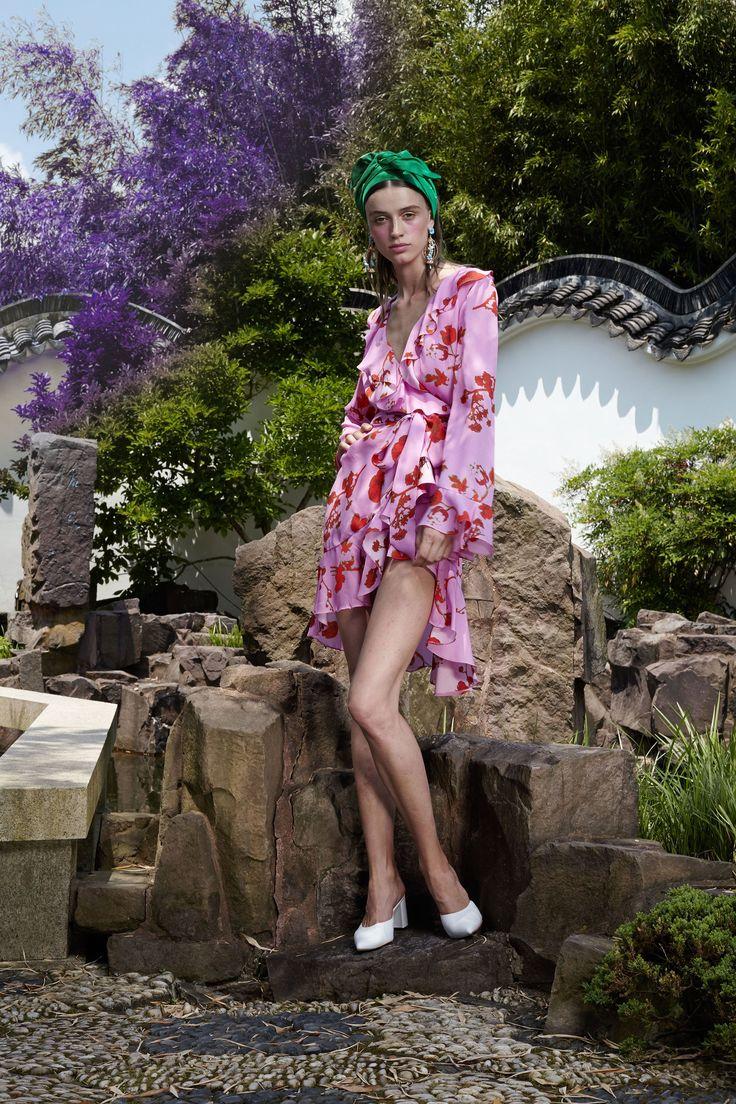 http://www.vogue.com/fashion-shows/resort-2018/cynthia-rowley/slideshow/collection