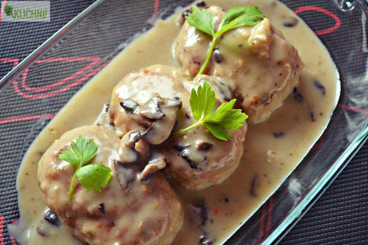 Kotlety z kaszą jęczmienną i pekinką w sosie pieczarkowym